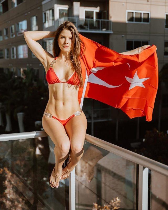 Amanda Cerny Hot Sexy